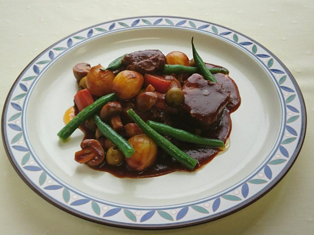 Bœuf à la bourguignonne(牛肉の煮込み ブルギーニョン)